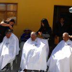 Corte de cabello y atención médica reciben adulto mayor de Asilo