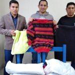 Representantes del Hotel Selina entregan donativos para los adultos mayores
